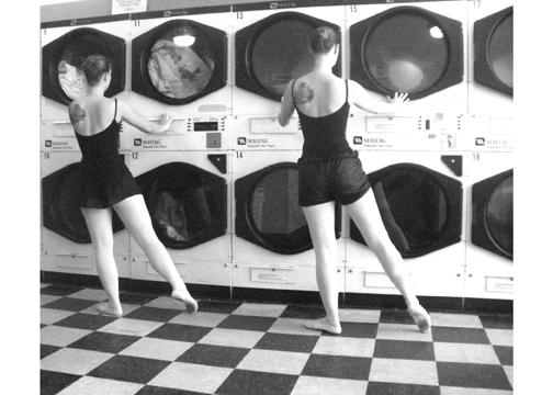 Creston Sit-n-Spin Laundry, Grand Rapids, MI hosting Amanda Kaley, Hannah and Therese Rosenberg.
